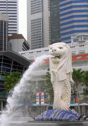 Lion statue and fountain in Singapore