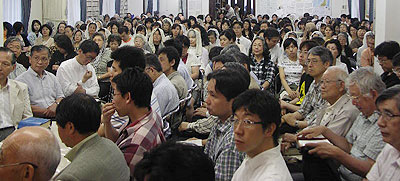 The crowd at one of the meetings in Japan
