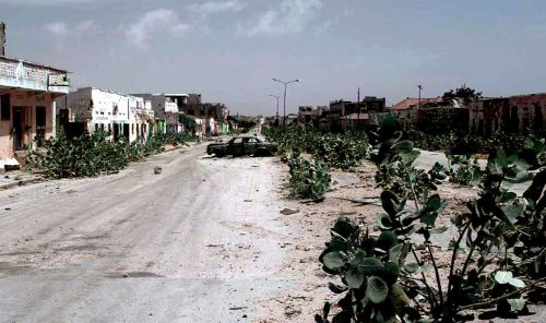 Figure 1. An abandoned Mogadishu street in 1993. Mogadishu had once been a beautiful city and a popular destination for tourists.