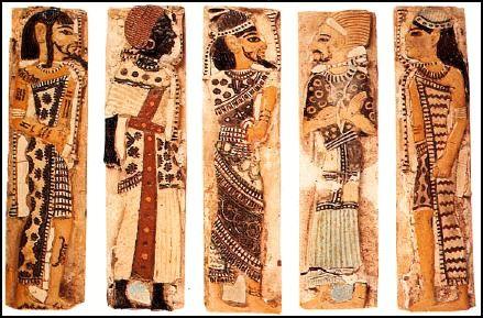 Figure 2. Décors en faïence du petit palais de Ramsès III. Gauche à droite : Libyen, Nubien, Syrien, Bédouin Shasu et Hittite.