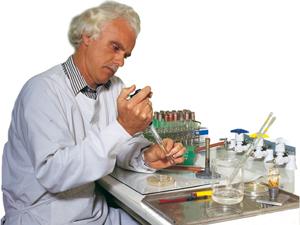 Il Dr. Ian Macreadie, premiato microbiologo australiano e creazionista.